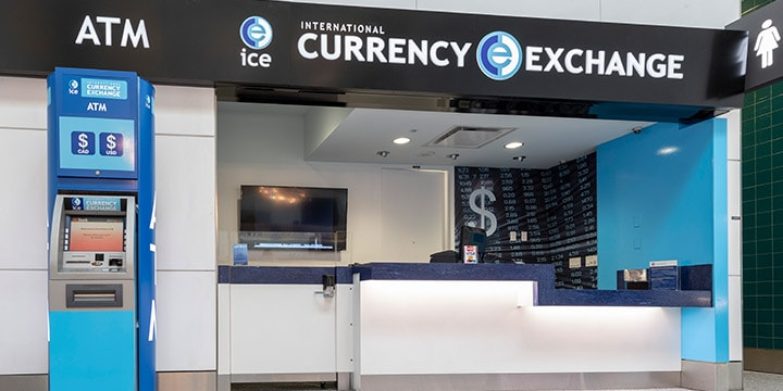 Comptoir de Currency Exchange et un guichet automatique.